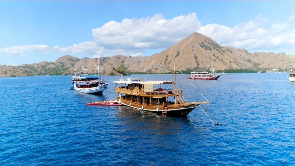 世界遺産コモド諸島をボートで巡る